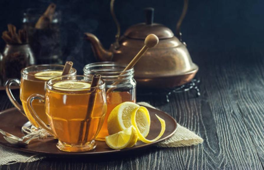 Leche con miel y limon para la tos
