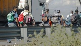 Miembros de segunda caravana migrante inician marcha y dejan Magdalena Mixhuca