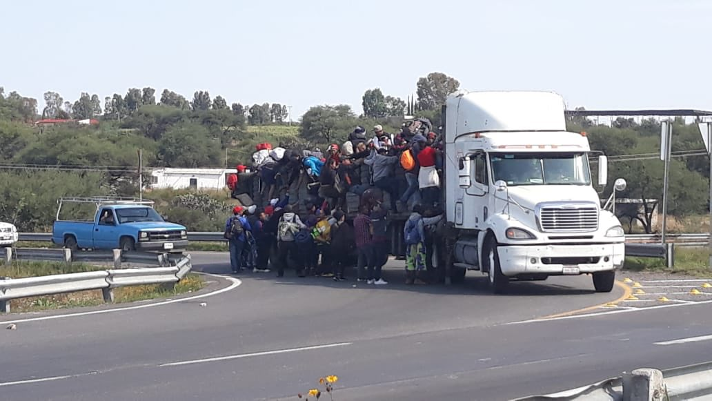 Jalisco recibe a caravana migrante; instalan albergue en auditorio Benito Juárez