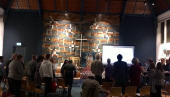 Celebran misa sin fin para impedir deportación de familia