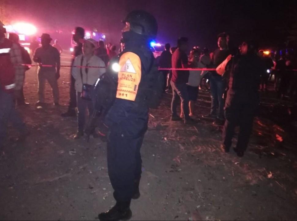 Muere una mujer por explosión de pirotecnia en un tianguis en Morelos