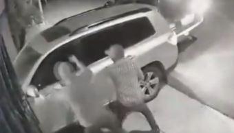 Cámaras de seguridad captan ataque a comerciante de NL