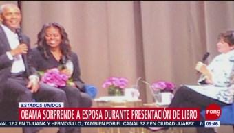 Obama sorprende a su esposa durante presentación de libro