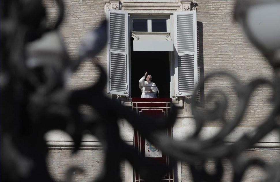 Papa Francisco llama al mundo a 'invertir en paz'