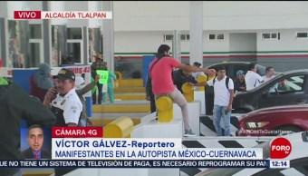 Manifestantes toman caseta de autopista México Cuernavaca