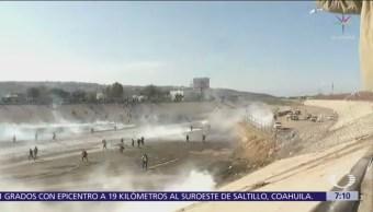 Patrulla Fronteriza lanza gases lacrimógenos a migrantes en garita El Chaparral
