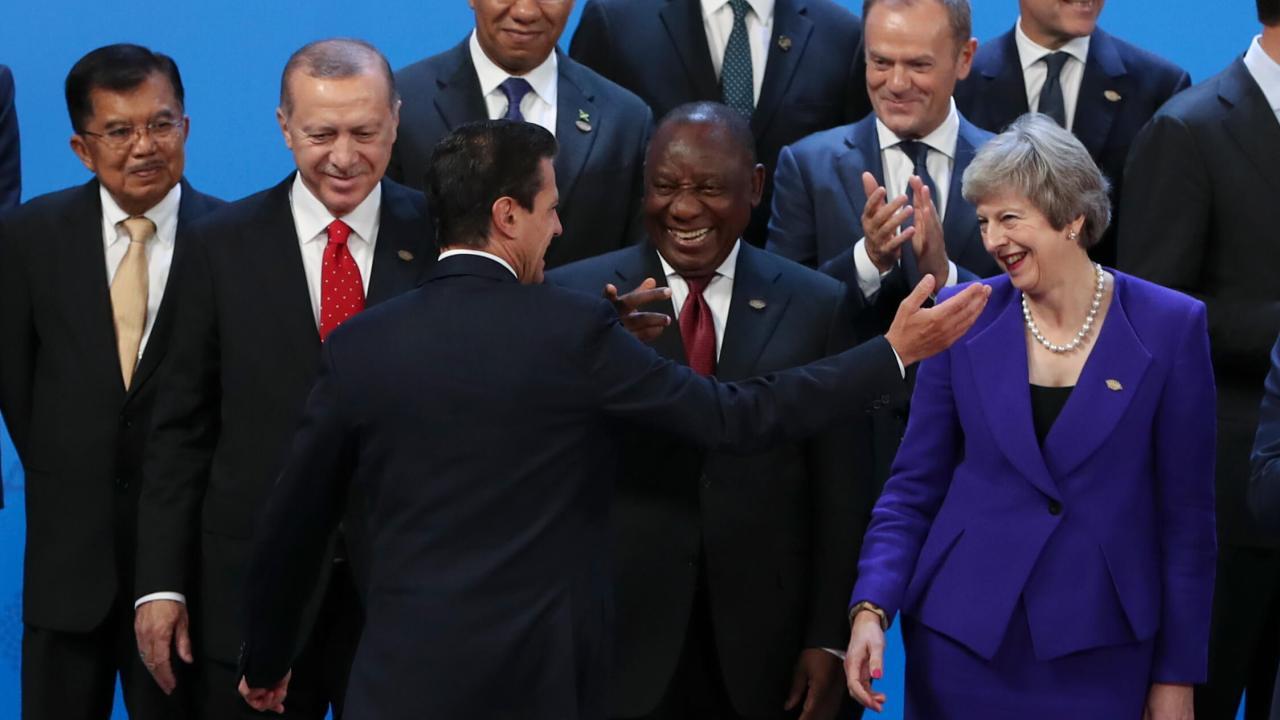Peña Nieto asiste a Cumbre del G20, llega tarde a la foto