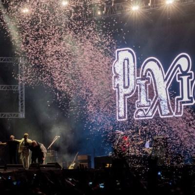 Pixies ofrece una noche vibrante en el Zócalo de la CDMX