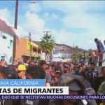 Policías impiden paso de migrantes en garitas fronterizas con Estados Unidos