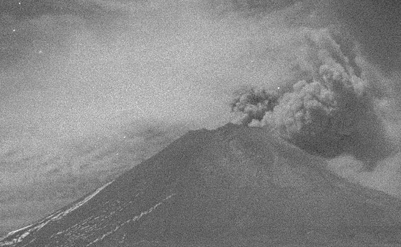 Popocatépetl emite exhalación y provoca columna de 1,500 metros (Twitter @Popocatepetl_MX)