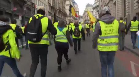 chalecos amarillos protestan en bruselas por gasolinazo