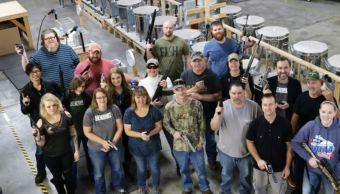 Empresa de EU regala un revólver a cada empleado por Navidad