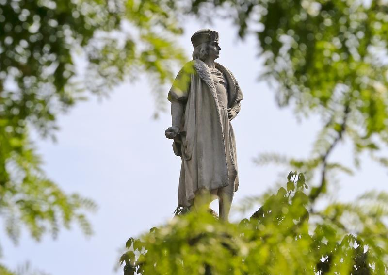 retiran-estatua-cristobal-colon-genocidio-historia-los-angeles