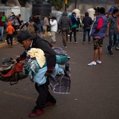Reubican a migrantes en 'El Barretal', en Tijuana