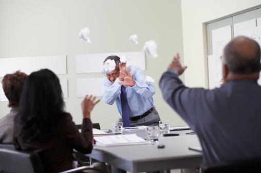 Si no admiras a tu jefe, es posible que no mejore su liderazgo en el equipo, generando caos entre los empleados (GettyImages)