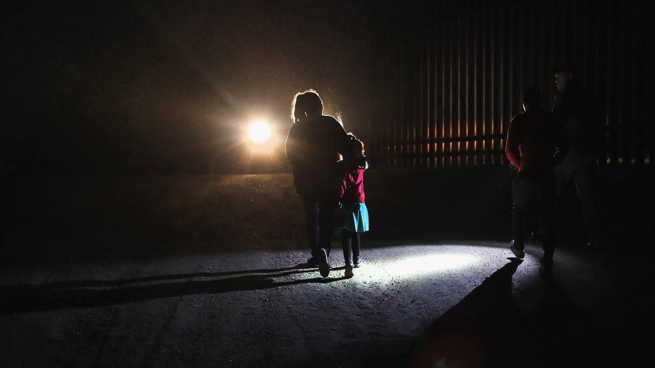Madre-hija-frontera-mexico-estados-unidos