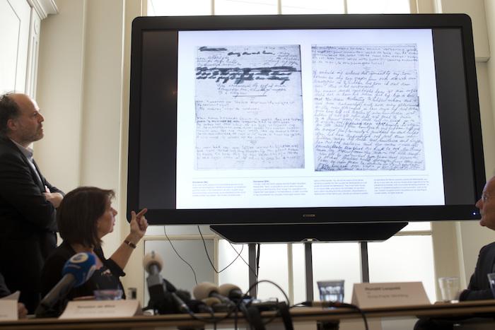 Expertos descifran textos ocultos diario Ana Frank