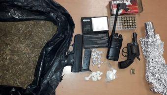 Detienen a dos hombres con arma y droga en Monterrey
