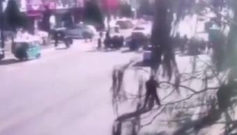 VIDEO: Auto atropella a grupo de niños afuera de la escuela