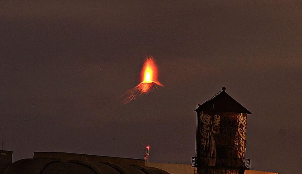 Guatemala: Desalojan comunidades ante erupción de volcán de Fuego y activan alerta roja