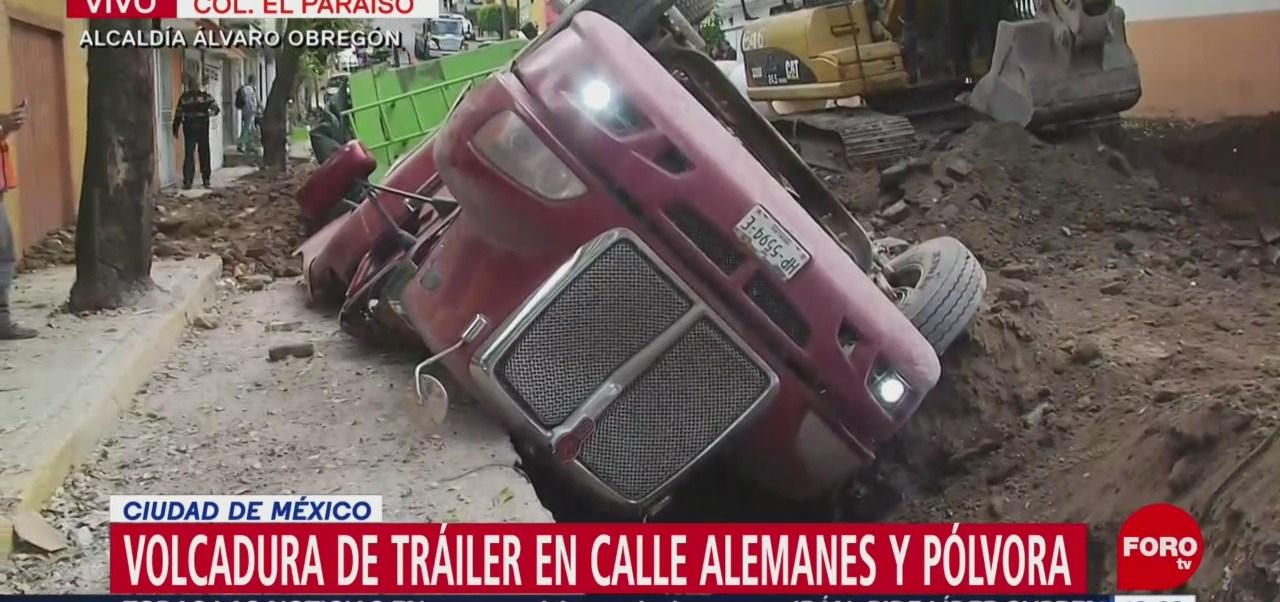 Vuelca tráiler en calles de la alcaldía Álvaro Obregón, CDMX
