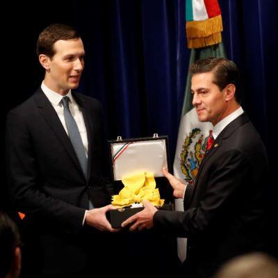 Peña Nieto entrega reconocimiento del Águila Azteca a Jared Kushner, yerno de Trump