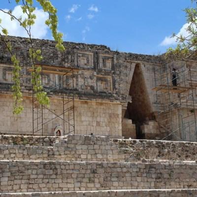 Inician trabajos de restauración de zona arqueológica 'Flor de Mayo' en Yucatán