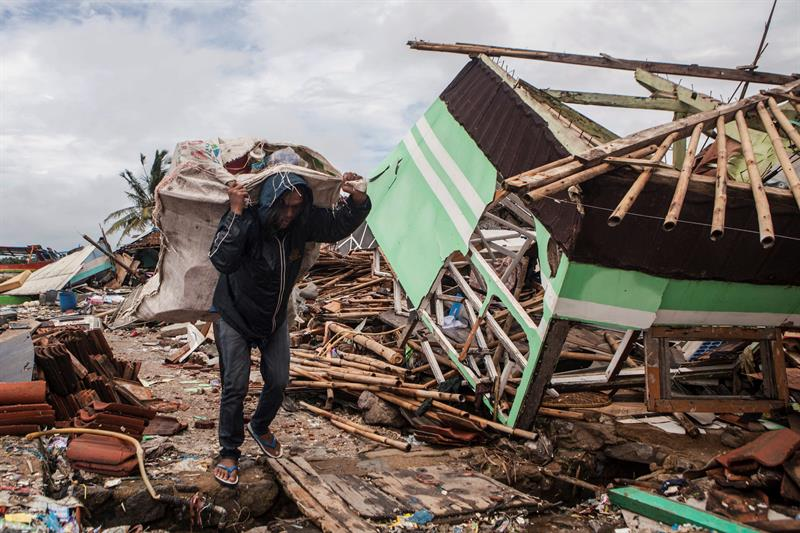 Indonesia deja en 426 el número de muertos por el tsunami