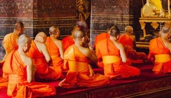 Monje religioso arrestado por tener orgías y consumir drogas