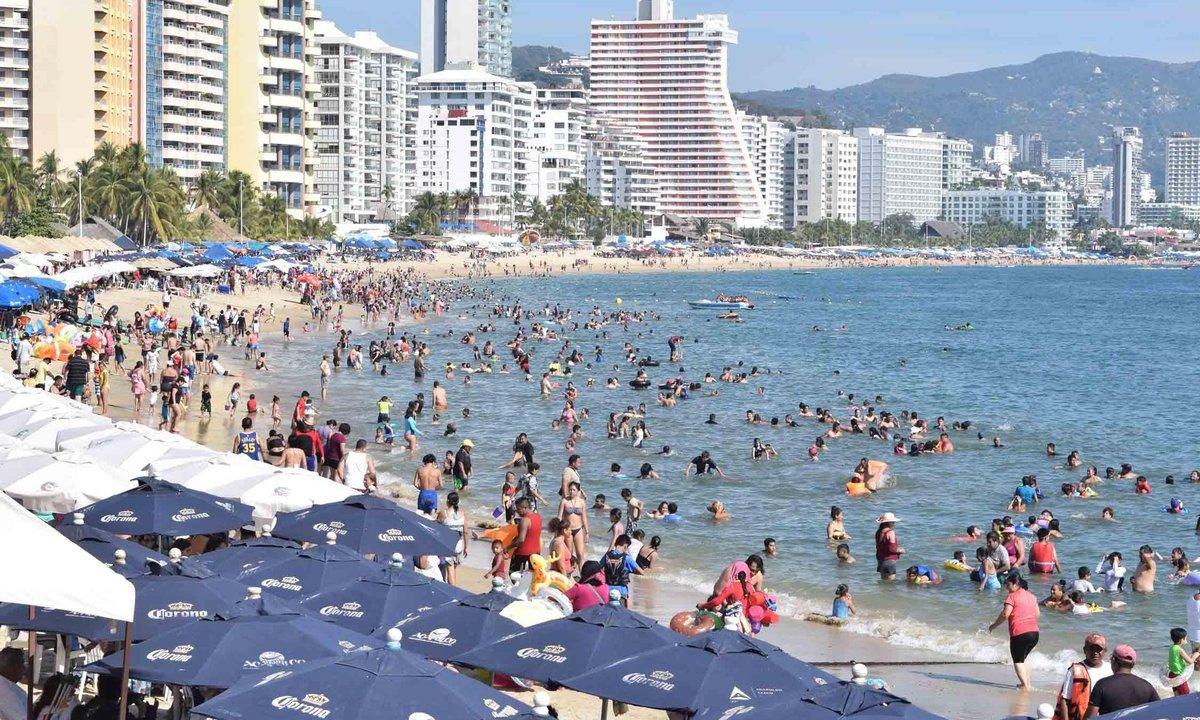 Detienen dos venezolanos con 101 tarjetas bancarias Acapulco