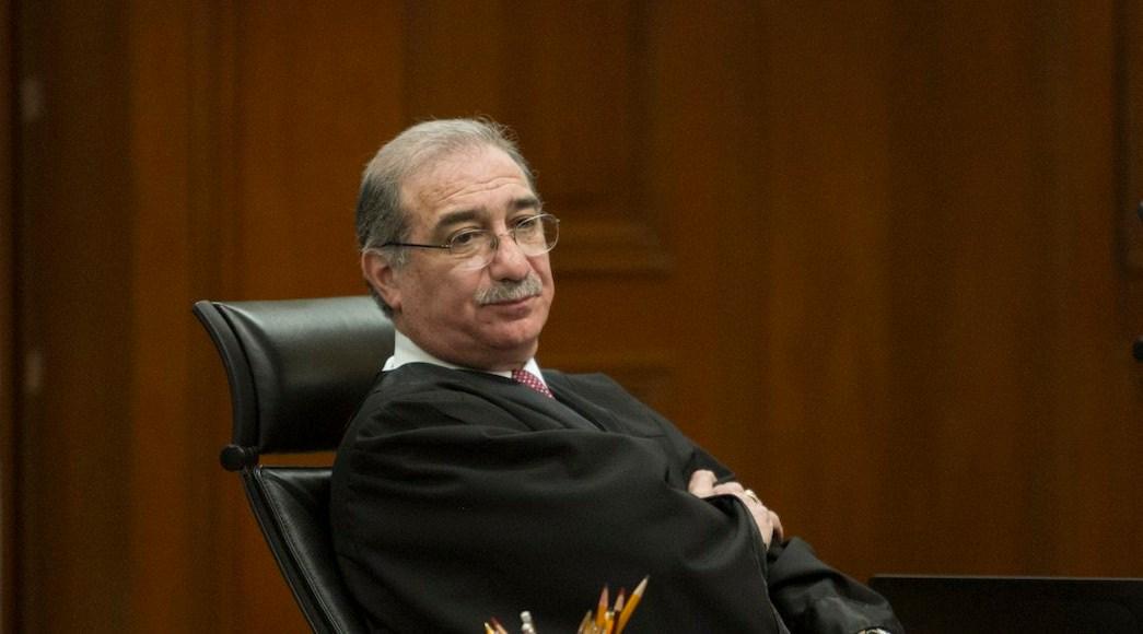Corte ordena suspender reducción salarial propuesta por AMLO