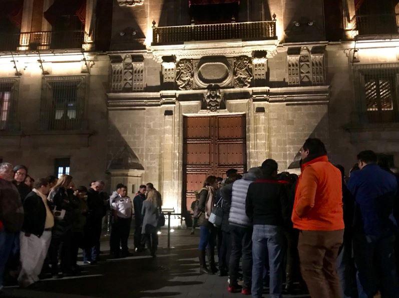 Alcaldes protestan frente a Palacio Nacional