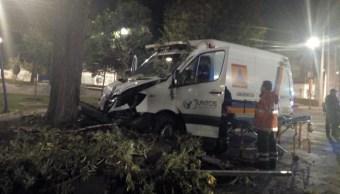 Iztapalapa: Choque de ambulancia deja paramédico herida