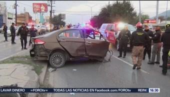 Automovilista se impacta con árbol en Monterrey