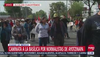 Manifestantes de Ayotzinapa se dirigen a la Basílica