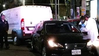 Azcapotzalco: Asesinan a balazos a joven a bordo de auto