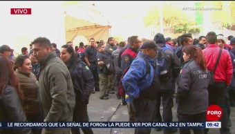 Bomberos protestan en estación central por aumento salarial
