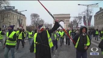 'Chalecos amarillos' obligan a Macron a dar marcha atrás en medidas