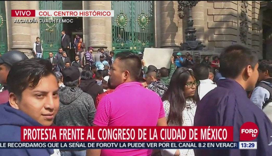 Comerciantes se manifiestan frente al Congreso de la Ciudad de México