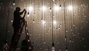 Ajustan tarifa eléctrica para industria y comercio en enero