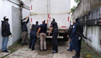 Dictan prisión a dos hombres por transportar a 138 migrantes