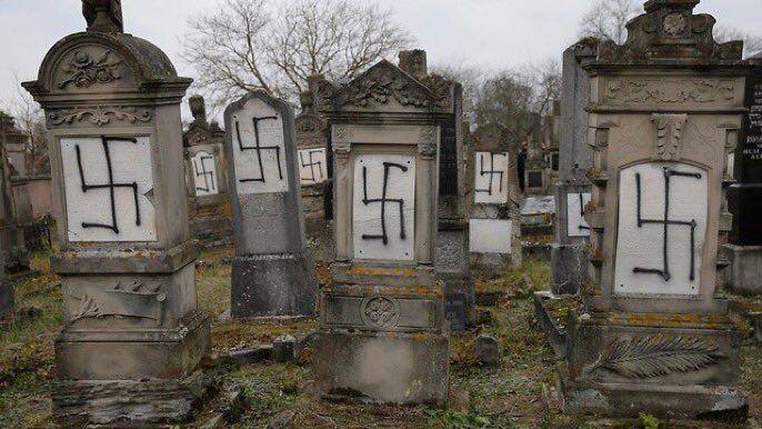 Profanan cementerio judío en Francia con esvásticas