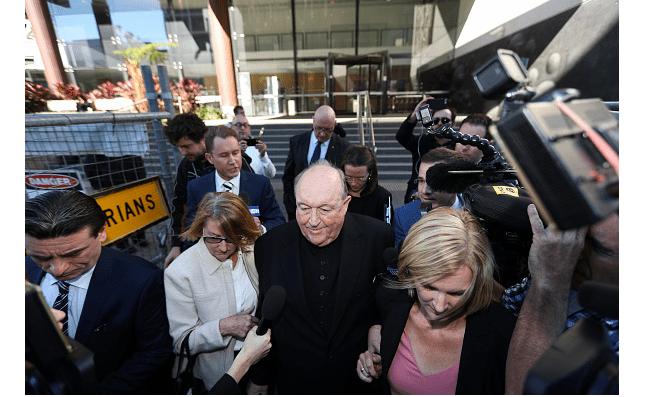 El exarzobispo Wilson durante una de sus visitas a la corte. (Getty Images, archivo)
