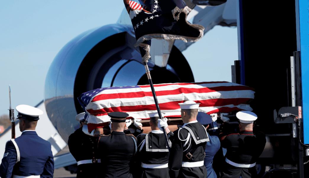 Los restos de George H.W. Bush parten hacia Washington