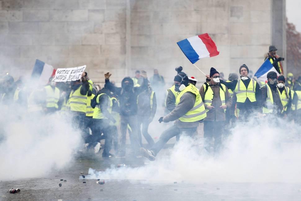 El movimiento de los 'Chalecos Amarillos' está conformado por gente que protesta contra los gasolinazos y la creciente desigualdad en Francia y otros países de Europa (Reuters)
