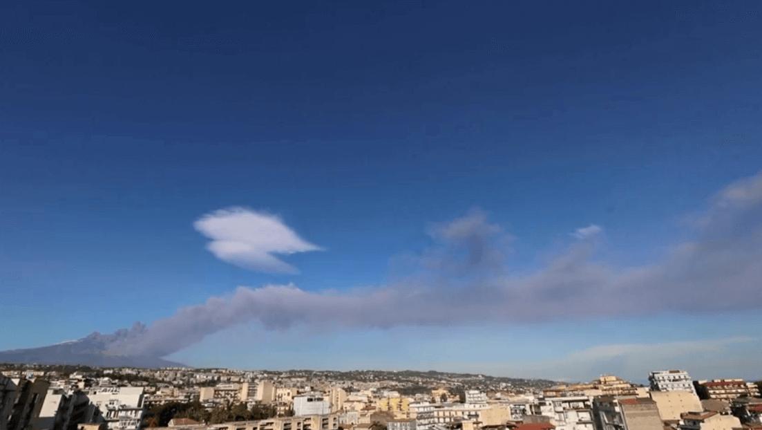 El volcán Etna, en Italiaa, registra actividad. (Reuters)