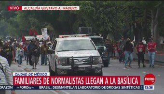 Familiares de normalistas llegan a la Basílica de Guadalupe