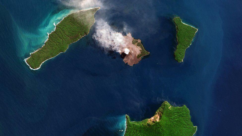 Foto aérea del archipiélago de las islas del archipiélago de Krakatoa (GettyImages)