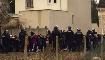 Francia: Video estudiantes arrestados y arrodillados indigna