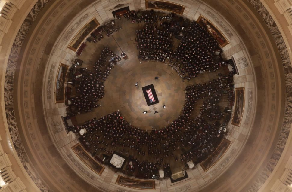 Restos de George H.W. Bush llegan al Capitolio de EEEU